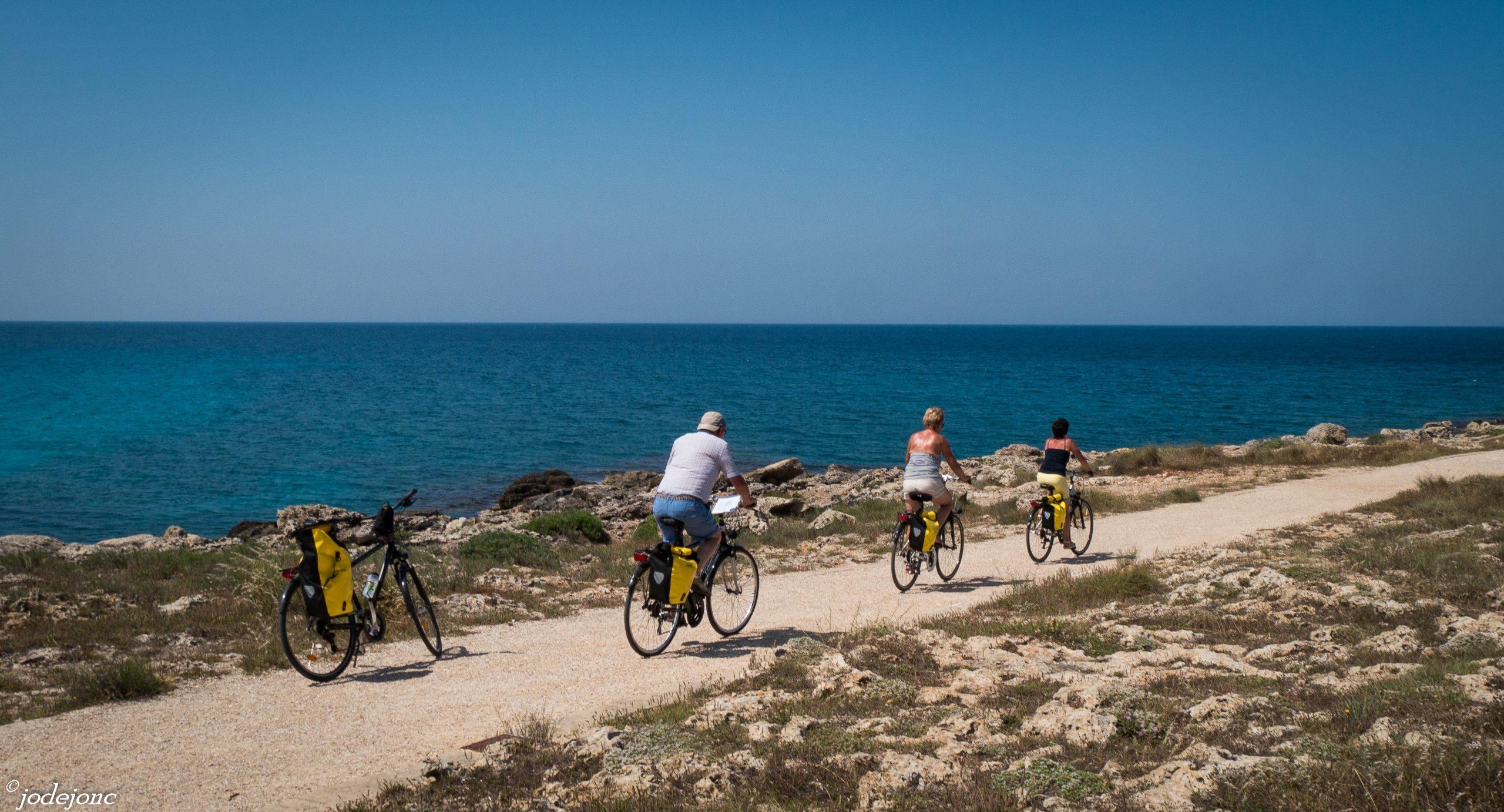 In bicicletta sul mare a Lecce